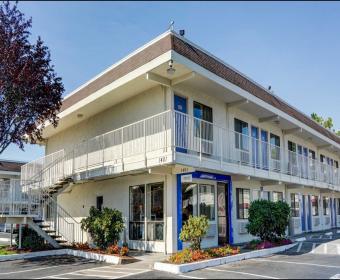 Motel  Customer Service Complaint
